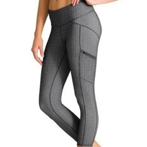 Athleta Static Drifter Capri Herringbone Leggings